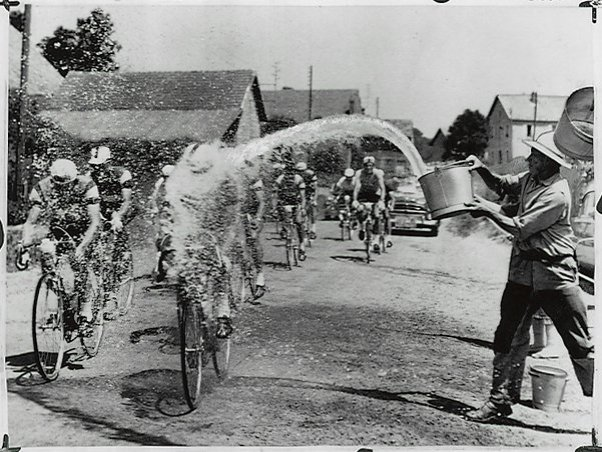cycling-in-the-heat-TDF-1961